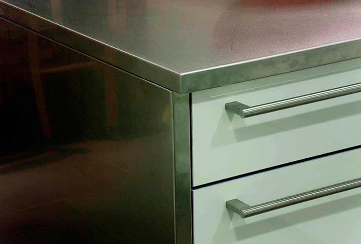 Encimeras de cocina de acero inoxidable en acabado satinado