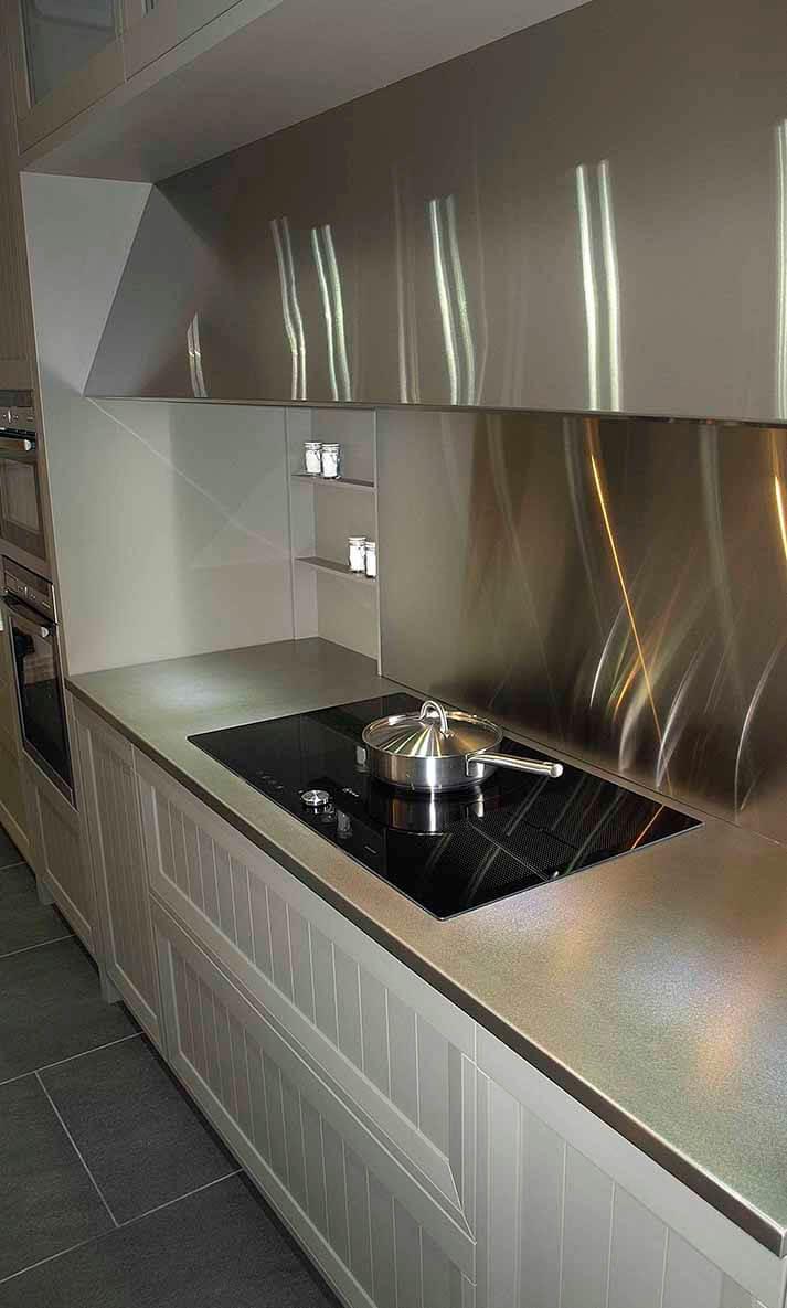 Encimeras de cocina de acero inoxidable en acabado jaspeado